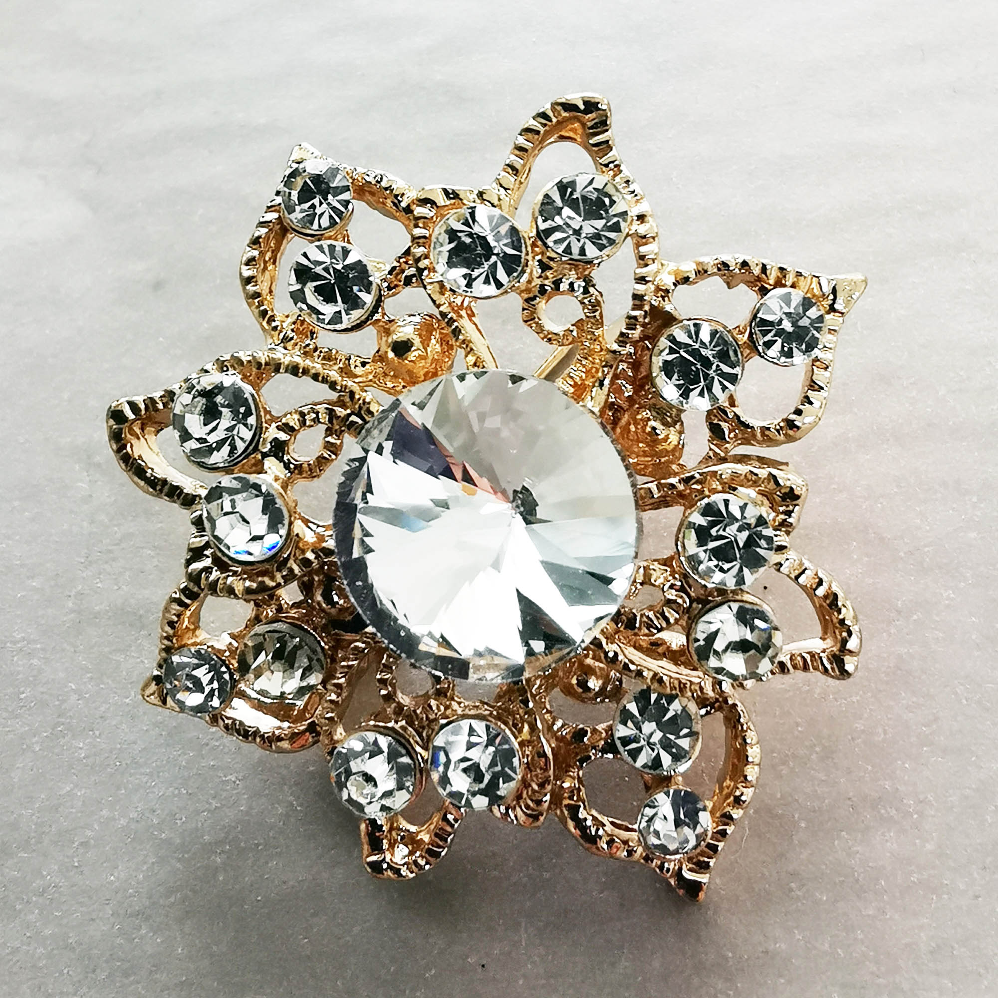 White vintage diamante brooch